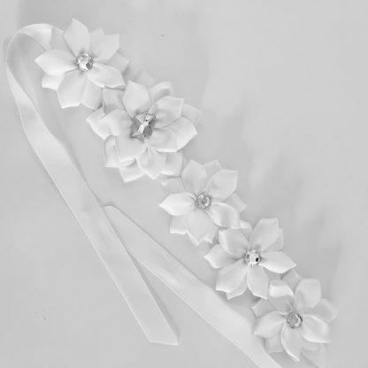 6 Flower White Bun Wrap with Large Flower